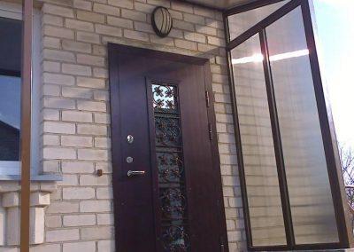 Stogeliai virš durų